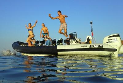 Le-bateau-taksea-saint-raphael-balade-en-mer